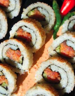 Recipe: Spicy Tuna Roll Ingredients SUSHI RICE 5 cups Nishiki sushi rice (i.e., rice maker cups) 1/2 cup rice vinegar 4 tablespoons sugar 1 teaspoon salt FILLING 1 tablespoons Japanese mayonnaise ½ tablespoon Sriracha sauce 1 teaspoons chili sesame oil…